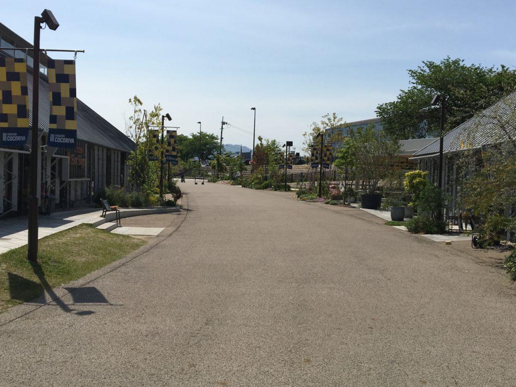 de愛ひろばの店舗エリア付近園路画像