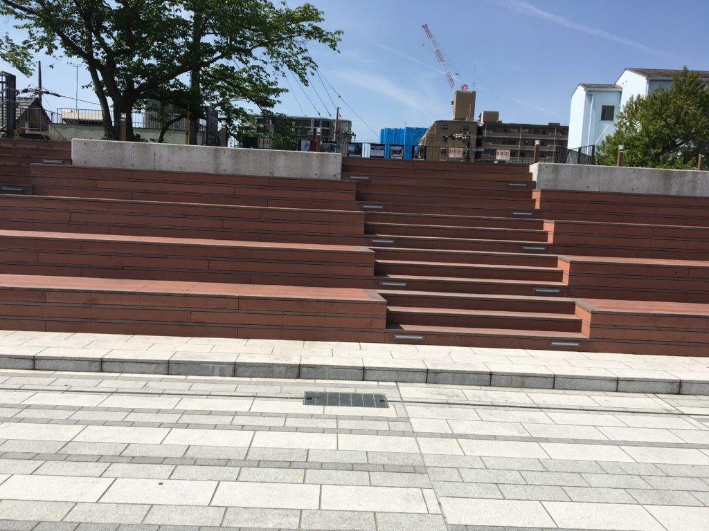 de愛ひろばイベント広場階段画像