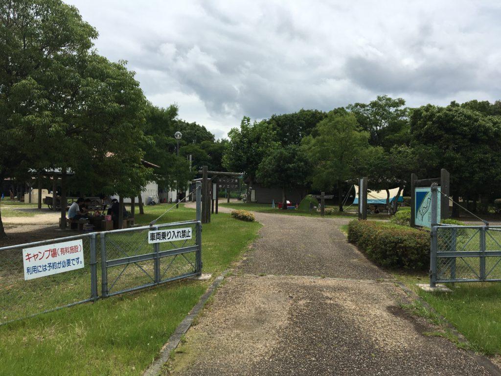 矢橋帰帆島公園のキャンプ場入り口写真